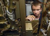 ¿En cuál institución acreditada puedo estudiar Electrónica Industrial?