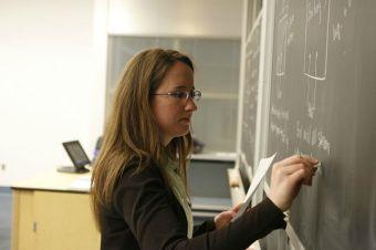Conoce la beca para alumnos de las nuevas pedagogías de la U. de Chile