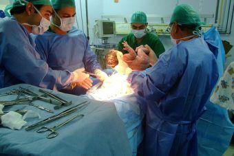 ¿En cuál institución acreditada puedo estudiar Obstetricia y Puericultura?