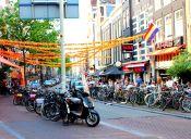 Pedaleando en Ámsterdam, frenesí de ruedas.