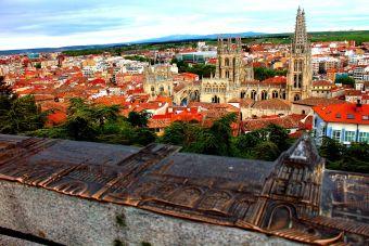 Burgos: Catedral gótica en medio del recorrido de las esculturas