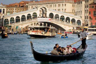Imágenes inspiradoras: Puente de Rialto, góndolas y vaporetto