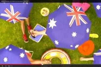 El pegajoso himno no-oficial de Straya (Australia) que la rompe en redes sociales
