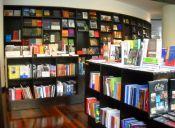 Venta navideña en la Librería del GAM