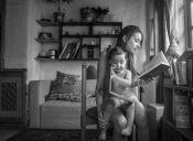 """Lilith, maternidad al desnudo"" de Paz Farías"