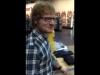 [VIDEO] Ed Sheeran sorprendió a chica que cantaba una canción suya en un mall