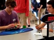 Adolescente bate récord mundial del cubo de Rubik: lo hizo en sólo 5,25 segundos