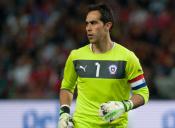 Vota para que el arquero chileno Claudio Bravo aparezca en la portada del FIFA 16