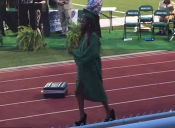 [VIDEO] Lo que puede pasar si estrenas unos zapatos taco alto el día de tu graduación