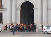 Estudiantes irrumpieron en el Palacio de La Moneda simulando ser turistas