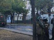 Encapuchados se tomaron esta mañana el Internado Nacional Barros Arana