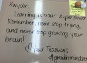 Los motivadores mensajes que una profe escribió a sus alumnos antes de un examen