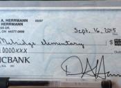 El cheque con el que un padre estadounidense protesta contra el sistema educativo de ese país