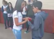 [VIDEO] Cómo arruinarle la propuesta de pololeo a un alumno en menos de un minuto
