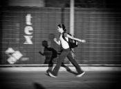 Las adolescentes que se desplazan a pie tienen mejores notas