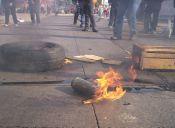 Encapuchados protagonizaron incidentes a las afueras del Liceo Barros Borgoño