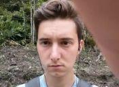 FAIL: Quiso tomarse una selfie extrema y terminó llevándose la media patada