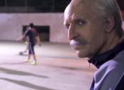 El campeón mundial de fútbol freestyle se disfraza de abuelo y humilla a unos chicos