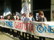 Estudiantes se manifestaron en Valparaíso y pidieron respetar el uso de la TNE en verano