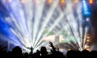 15 canciones que no pueden faltar en tu fiesta de Año Nuevo 2018