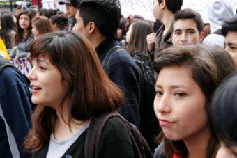 Cones y Colegio de Profesores se sumaron a la marcha convocada por la Confech