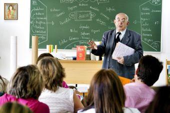 Profesores de colegios subvencionados tardarían hasta 4 años en certificarse