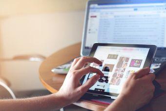 Un tercio de los jóvenes chilenos pasa más de 7 horas diarias conectado a internet