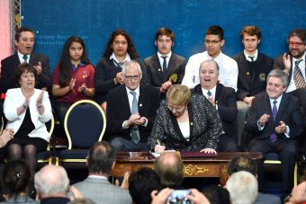 Presidenta Bachelet firmó este lunes el proyecto de desmunicipalización