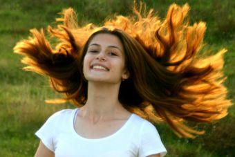 13 cosas que sólo entenderán las chicas que tienen el cabello muy largo