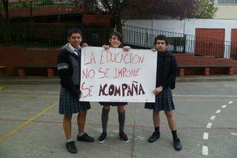 Estudiantes secundarios se manifiestan contra el sexismo en Talcahuano