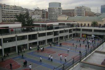 En 44 colegios de la comuna de Santiago se implantarán planes de educación sexual y cívica