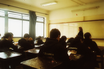 The Economist plantea que Chile obtendría mejores resultados si invirtiera en los profesores