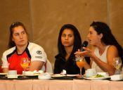 Mujeres deportistas se reúnen para hablar sobre inclusión