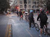Estudio señala que la bicicleta es el medio más rápido para trasladarse en Santiago