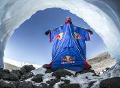 Deportista ruso salta por primera vez el Kilimanjaro, el monte más alto de África