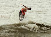 Skimboard, el deporte acuático de moda