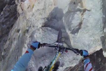 [Videos] Un arriesgado descenso en mountain bike