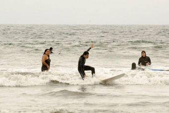 Yoga and surf: la nueva tendencia que se impone en Concón