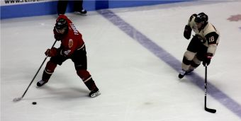 Muere jugador de hockey tras golpe de disco en el cuello