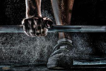 5 excelentes ejercicios que puedes hacer con una pesa