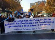 Profesores de Providencia marcharon en rechazo al proyecto de Carrera Docente