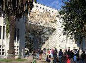"""Con """"telaraña gigante"""" alumnos de la UdeC se manifiestan contra quienes causan destrozos"""