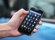 Fanáticos de los smartphones quieren más a su celular que a su mascota