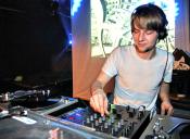 Flora y Fauna Universitaria: El DJ y animador de disco