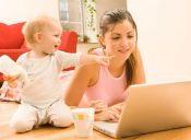 Mamás que trabajan gastan hasta un 40% del sueldo en niñeras y otras alternativas