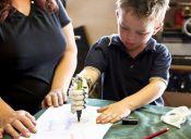 Una mano para otra mano: el proyecto que pretende fabricar manos prostéticas para niños, sin costo