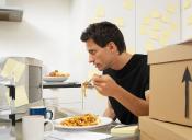 Usted no lo haga: Almorzar en el puesto de trabajo
