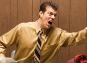 Críticas y desempeño laboral: causas y consecuencias