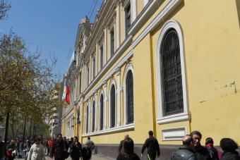 Estudiantes de Administración Pública se toman la Casa Central de la U. de Chile