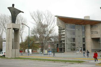 U. Católica figura como el plantel chileno mejor ubicado en ranking mundial de universidades